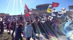 Des jeunes s'enchaînent en soutien aux prisonniers basques
