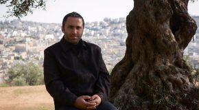 Le Service de sécurité préventive de l'Autorité Palestinienne arrête Issa Amro, co-fondateur des Jeunes contre les colonies